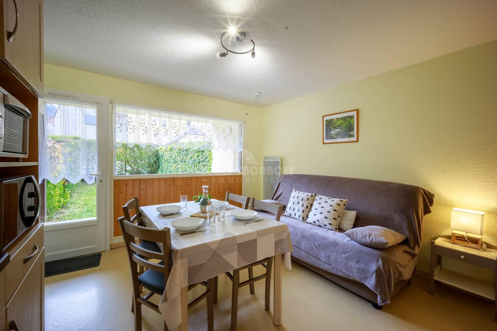 type 2 rez de chaussee a saint lary. Black Bedroom Furniture Sets. Home Design Ideas